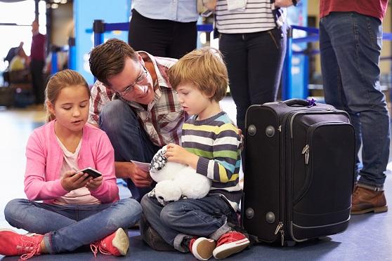 Muss Ihr Kind regelmäßig Medikamente nehmen, so dürfen auch diese im Handgepäck mitgeführt werden.