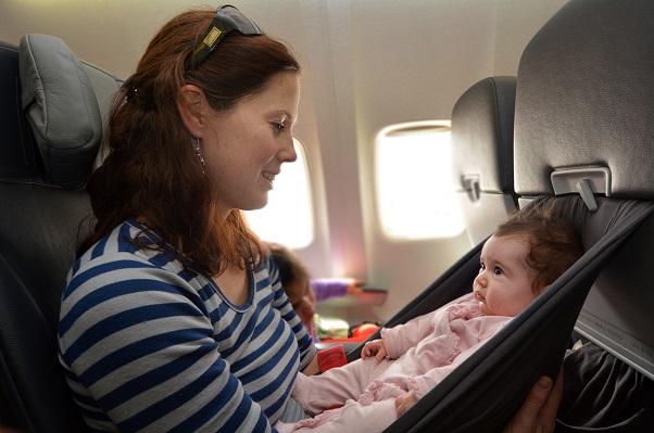 Auch die Art des Kindersitzes ist für die Airline relevant: so gestatten Condor und LTUR beispielsweise Sitze der Marken Luftikid, Maxis Cosi sowie Römer Kind Baby Safe.