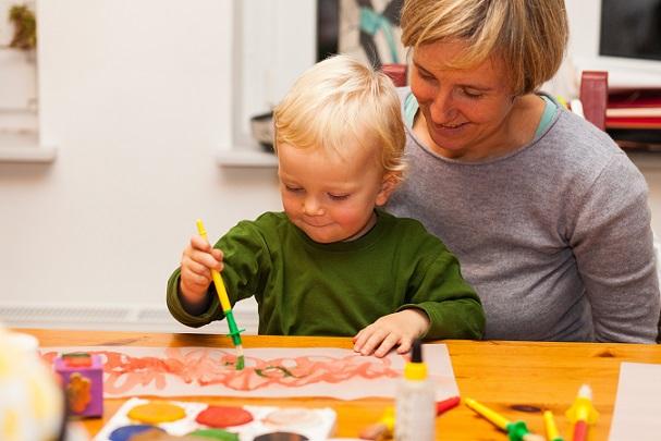Basteln ist auch schon mit sehr kleinen Kindern möglich. (#02)