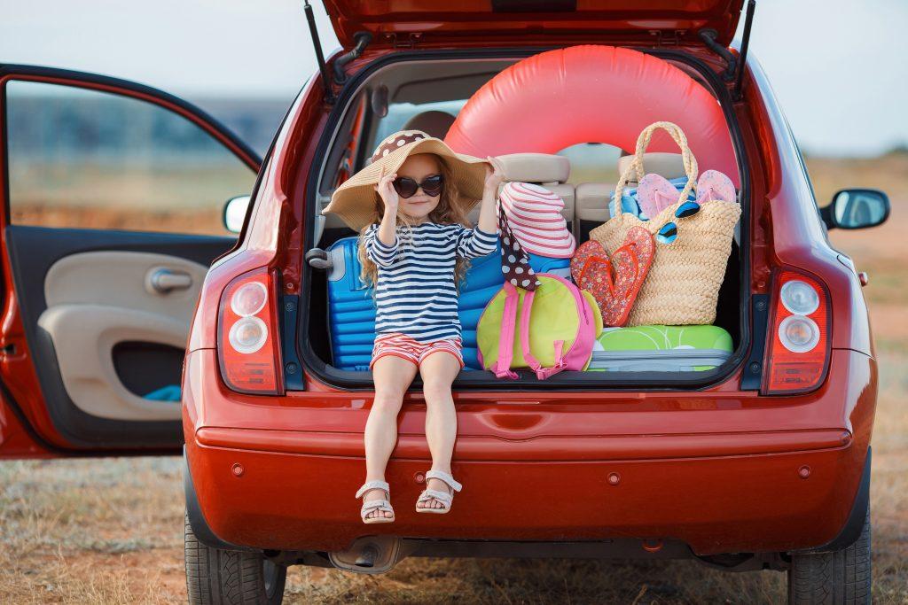 Ob Kinderwagen, Spieletasche, Wechselkleidung oder Wickeltasche – schnell ist der Kofferraum mit den Utensilien der kleinen Passagiere voll und die Dinge der Eltern sind noch gar nicht im Auto. (#02)