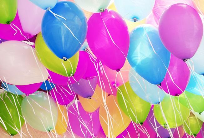 Bunte Luftballons dürfen sicher bei einem Sommerfest im Kindergarten nicht fehlen.