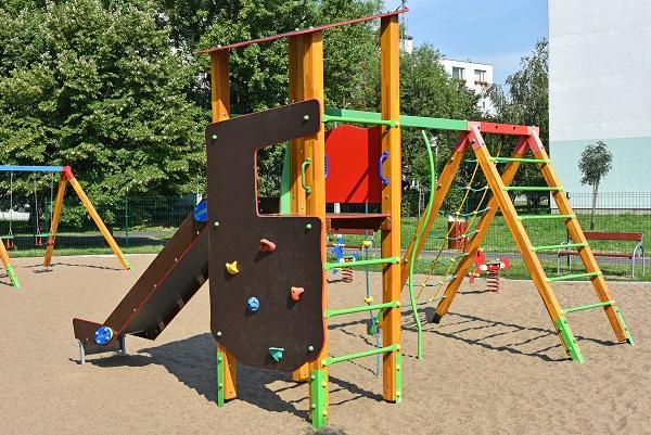 Türme, die sich durch Erweiterungsmodule ausbauen lassen, wachsen quasi mit und bieten auch für größer gewordene Kinder ausreichend Abwechslung.
