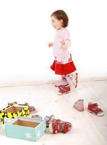 Schuhe kaufen und Lego hat nichts miteinander zu tun? Falsch gedacht! Bei jedem Paar Schuhe ist ein idealer Behälter für Duplosteine dabei. Richtig! Der Schuhkarton! (#05)