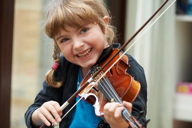Musikalische Frühförderung, Englisch im Kindergarten, Sport und Treffen mit den Freunden – schnell haben schon die Kleinsten einen Tag, der 10 Stunden und länger dauert. (#01)