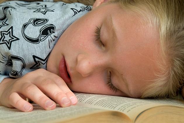 Interessant zu wissen: Wenn ein Kind schläft, dann wird es immer schlauer und zwar unabhängig davon, wie es den Tag verbracht hat. (#03)