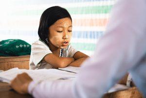 Die Lehrer des Kindes können durch die tägliche Beobachtung in der Schule einen Vergleich zur Peergroup durchführen und wertvolle Informationen liefern. (#1)