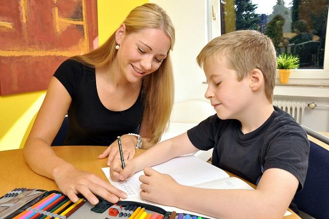 Bei der privaten Nachhilfe ist oft deutlich mehr Flexibilität gegeben als in den Spezialkursen für die Schüler, die den Unterrichtsstoff alleine nicht bewältigen.(#01)