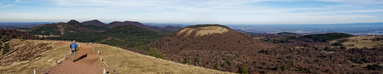 """Die Vulkane gehören zu den beeindruckenden Naturschauspielen, die es hier in der Auvergne als Sehenswürdigkeiten zu besichtigen und vor allem zu besteigen gilt. Der Park """"Vulcania"""" auf dem Puy-de-Pariou zählt dazu. (#6)"""