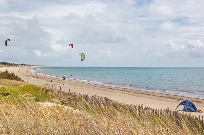 Beim Kite surfing kommen Wassersportfreunde voll auf Ihre Kosten. Der Atlantik ist dafür ein perfekter Ort. (#1)