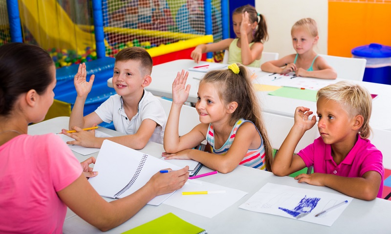 Nur noch ein Jahr, bis die Grundschule beginnt – die aufregende Zeit des letzten Kindergartenjahres nimmt Eltern und Kinder gefangen. Jetzt können Eltern die Kinder schon sehr gut auf die Schule vorbereiten und ihnen den Einstieg leichter machen. (#01)