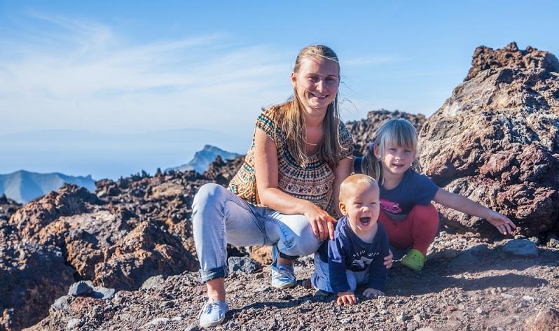 Tenerifa ist die größte Insel der Kanaren und bietet abwechslungsreiche Landschaften an: wunderschöne Täler, ungewöhnliche Bergmassive sowie raue Küstenabschnitte und ebenso Strände mit feinem Sand. (#03)