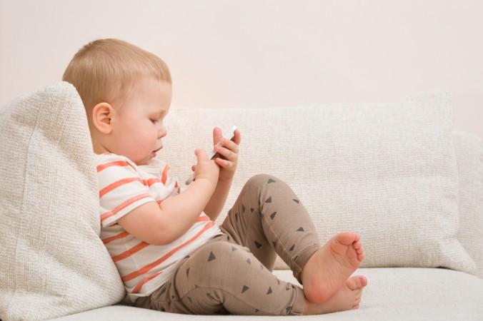 Die Möglichkeit der Benutzung von digitalen Geräten sagt nichts über die tatsächliche Kompetenz aus. Babys können Handys meist schon früh in Teilen bedienen, aber sie verstehen noch lange nichts von dem was sie da tatsächlich tun. (#1)