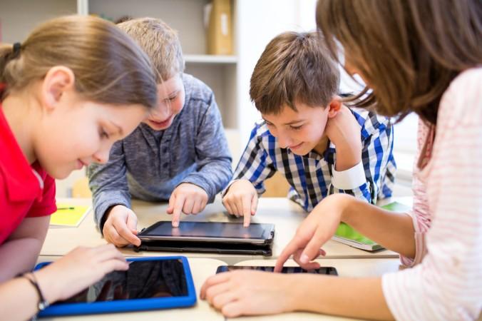 Täglich schreitet sie weiter fort, die Digitalisierung der Klassenzimmer. Nicht alle Lehrer finden das uneingeschränkt gut, viele haben ihre Zweifel. Nciht nur wegen der Tablet Nutzung in der Schule. (#2)