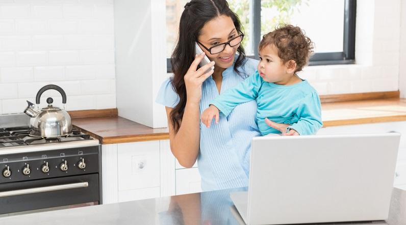 Das schlechte Gewissen stellt sich bei vielen Müttern schnell nach der Wiederaufnahme ihrer Berufstätigkeit ein. Sie haben oft das Gefühl, nicht allen gerecht werden zu können. Ein großes Problem ist dabei der bewusste oder unbewusste Vergleich mit anderen Müttern. (#02)