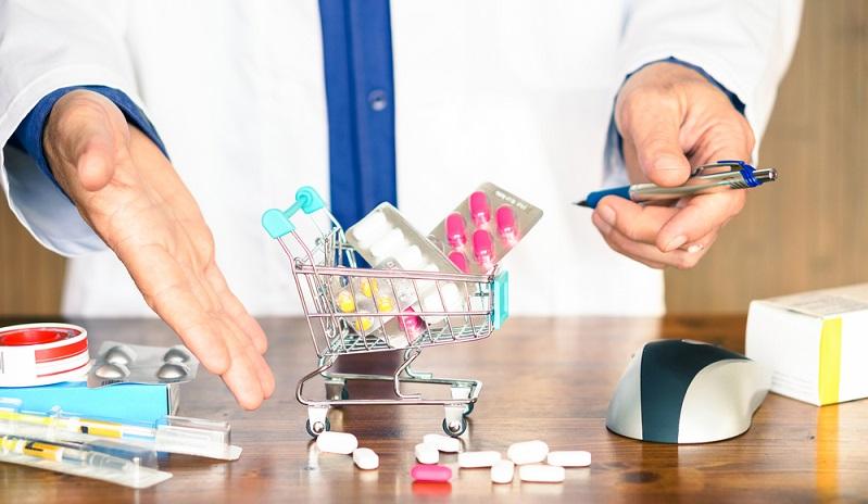 Ein Arzneimittel kaufen, ohne zuvor einen Arzt aufgesucht zu haben: Das ist jetzt nicht mehr erlaubt. Trotzdem hat sich die Haltung der Deutschen gegenüber den Online-Rezepten gelockert. (#01)