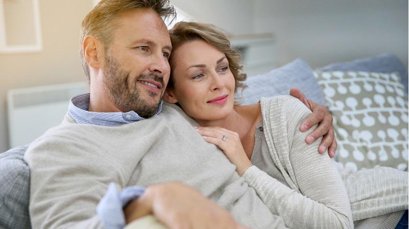 Kleine Aufmerksamkeiten helfen dabei, sich gegenseitig die Liebe zu zeigen aber die Grundlage der Partnerschaft und Ehe muss auf Respekt und Vertrauen bauen. Ganz wichtig: Beides sind Dinge, die nicht erarbeitet werden müssen, sondern von vornherein vorhanden sein sollen. (#03)