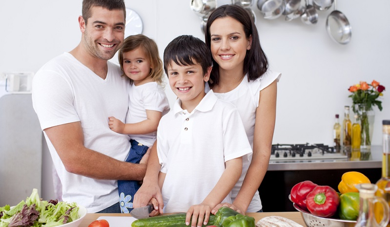 Wer solche Lebensmittel zuhause hat, für den sind schnelle Mahlzeiten kein Problem. Vor allem, wenn man gerne improvisiert, lohnt sich ein Blick auf die Rezeptideen aus dem Kochbuch oder Internet. (#03)