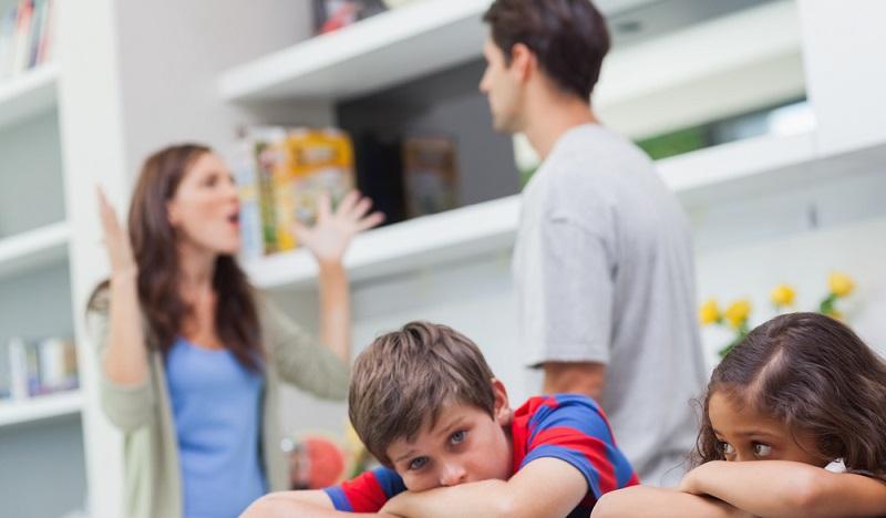 """Kinder können sich von Streit nicht emotional abgrenzen"""", sagt Monika Czernin. """"Sie denken immer, dass sie selbst Schuld haben und nicht mehr geliebt werden.(#03)"""