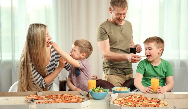 Eine glückliche Familie entsteht nicht allein durch wenige Stunden Quality Time. Trotzdem ist diese Qualitätszeit etwas Wertvolles und wirkt sich auf das Selbstwertgefühl der Kinder aus. (#03)