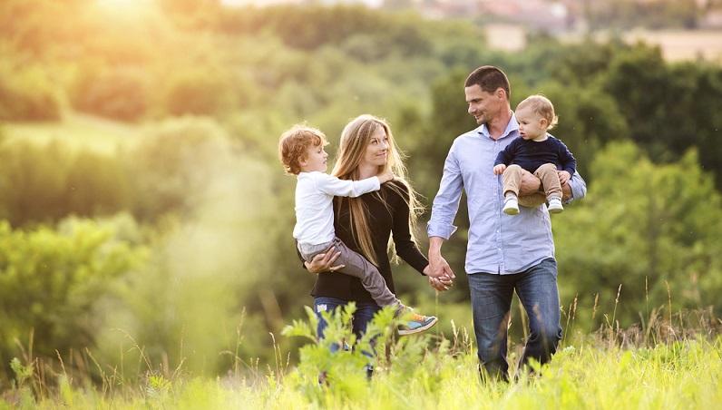 """Wenn sich die Familienmitglieder gegenseitig """"Zeit schenken"""", hat diese eineWenn sich die Familienmitglieder gegenseitig """"Zeit schenken"""", hat diese einen besonderen Wert. (#01)"""