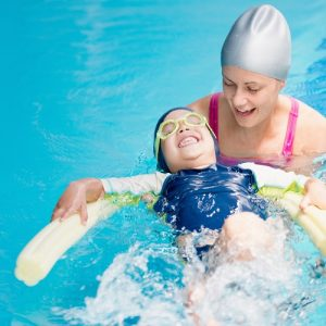 Schwimmkurs für Kinder: Mit einem richtigen Schwimmkurs für Kinder sollte dagegen nicht zu früh angefangen werden. (#02)