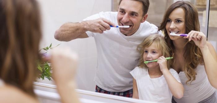 Wie Eltern Streit ums Zähneputzen vermeiden und zum festen Ritual machen