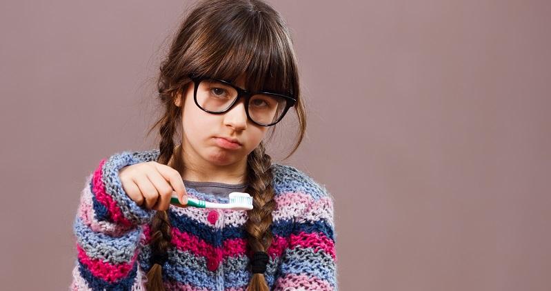 Eltern klagen oft darüber, dass jeder Morgen mit Stress und schlechter Stimmung beginnt, nur weil ihr Nachwuchs die Zahnbürste verweigert. (#01)