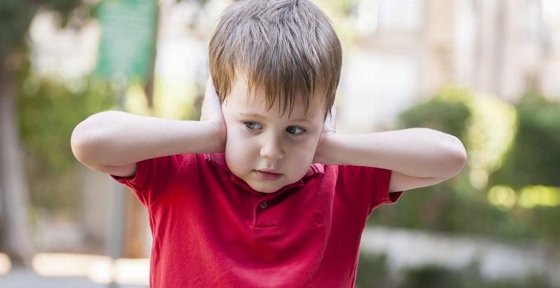 Die Trotzphase der Kinder ist für die Eltern keine einfache Zeit. Doch wenn sie versuchen, ihren Nachwuchs zu verstehen, entdecken sie vielleicht die Ursache dahinter oder sie entwickeln Tricks, wie sie die Kinder überlisten können. (#04)