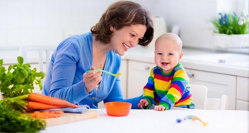 Wie so häufig bei der Entwicklung von Babys und Kleinkindern kann man keine genauen Zahlen oder Termine angeben, wann ein Kind welche Entwicklungsschritte gemacht haben soll. (#02)