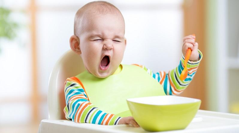 """Gerade Eltern kennen den trotzigen Wunsch des Kleinkindes, dass es alles """"selber machen!"""" möchte. (#04)"""