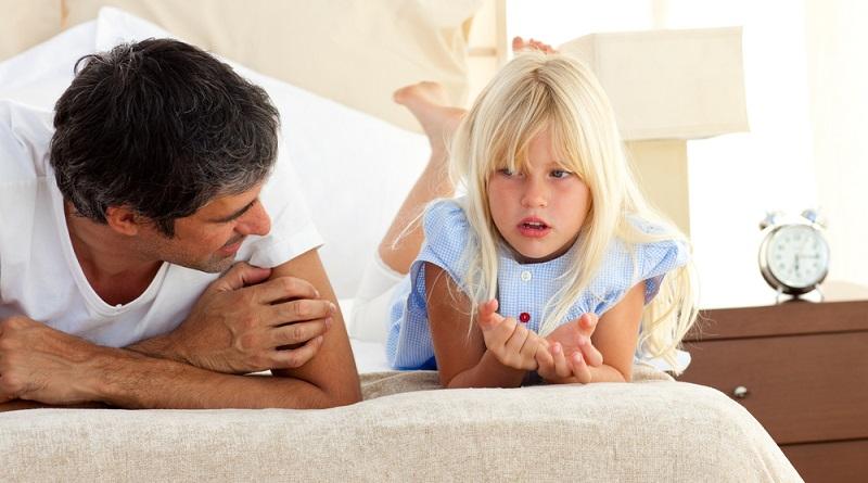 Verhaltensregeln für Kinder können sich auf nahezu alle Bereiche des täglichen Zusammenlebens in der Familie, beziehen. Dabei gibt es heikle Themen und bestimmte Situationen, die in eigentlich jeder Familie früher oder später Mal zu Streit führen. (#03)