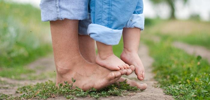 Barfuß Laufen: Gesund für Kinder und Erwachsene