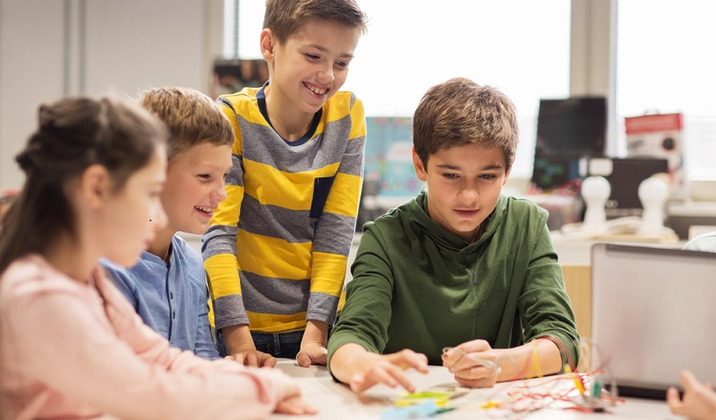 Es ist motivierend, dem Kind zu erklären, dass für den Traumberuf gute Noten in bestimmten Fächern unverzichtbar sind. (#03)