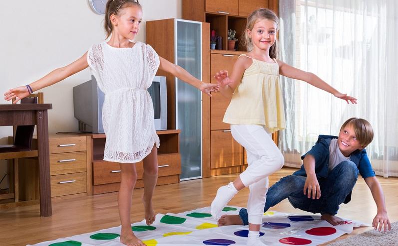 Kinder wollen nicht nur geistig beschäftigt werden. Sie stehen frühmorgens mit einer nicht enden wollenden Energie auf, die so manche Eltern neidisch werden lässt.(#02)