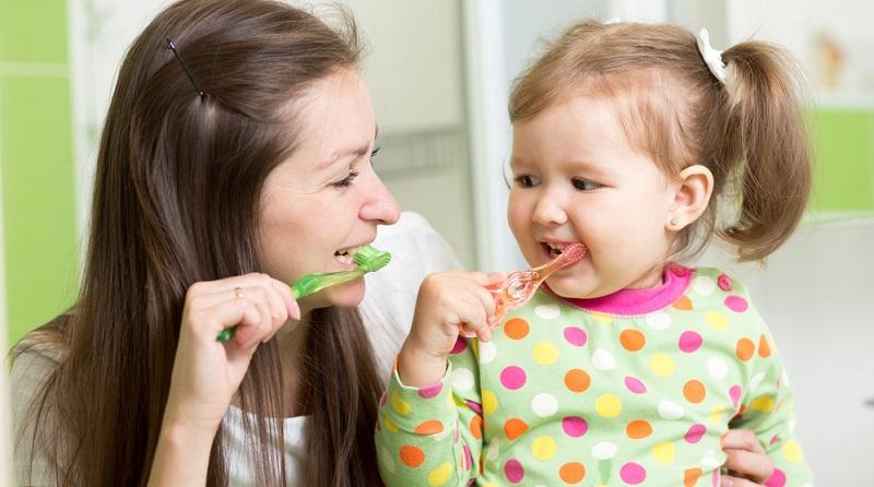 Eltern sollte allerdings auch bewusst sein, dass sie ein Stück weit dazu beitragen, wie gern das Kind zum Zahnarzt geht. (#03)