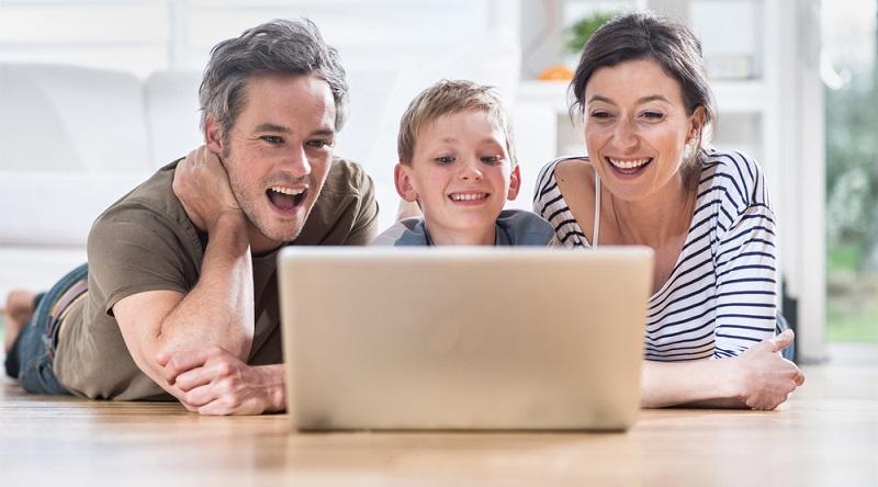 Auf verschiedenen Portalen im Netz können Sie ein eigenes Profil mit Bild anlegen. Dieses schicken Sie dann an Makler oder Wohnungseigentümer, die sich unter Ihrer Person nun etwas vorstellen können. (#05)