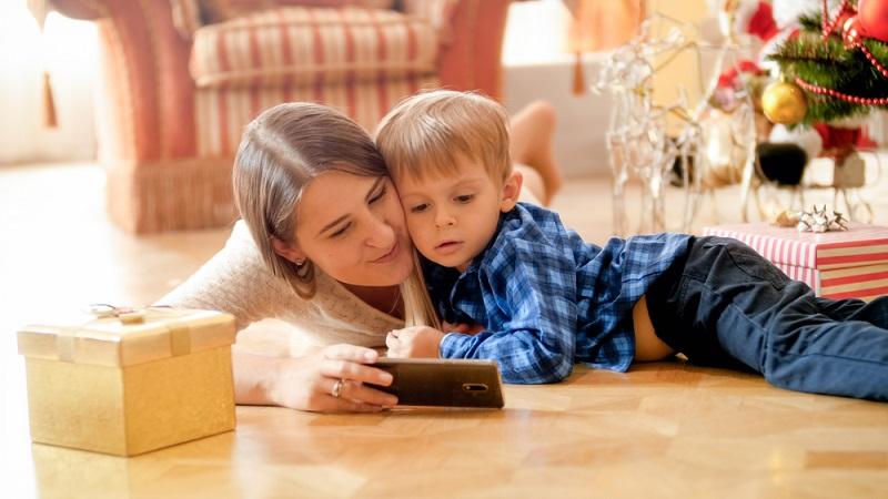 Nun stellt sich die Frage, ob Apps für Kleinkinder sinnvoll sind oder ob diese nicht lieber in ihr Bilderbuch schauen sollten. (#03)
