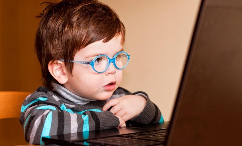 Spielzeughersteller geben sich die größte Mühe, Smartphones für Kleinkinder zu entwerfen, die piepsen und klingeln.