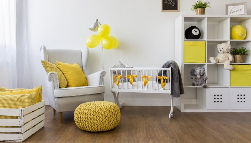 Egal, ob Sie das Babyzimmer mit gekauften oder selbst hergestellten Dingen dekorieren wollen: Setzen Sie sich ein Thema und passen Sie die Deko entsprechend an.(#03)