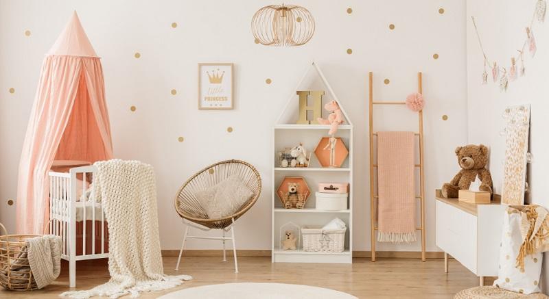 Wie bereits erwähnt wurde, müssen Mädchenzimmer nicht zwingend immer rosa und Zimmer für Jungen immer blau sein. Hauptsache, Sie wählen zarte Farben!