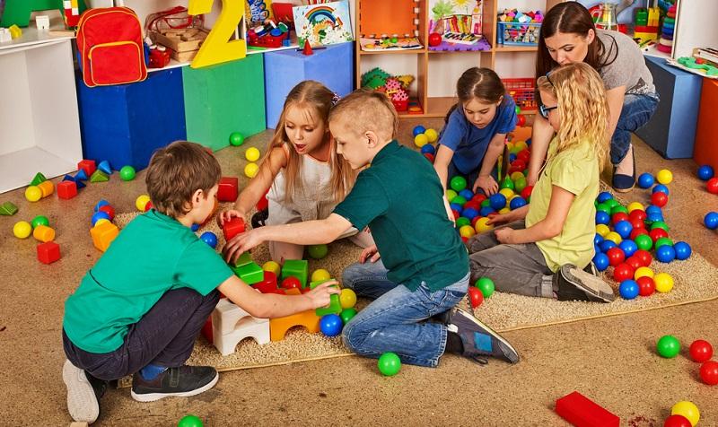 Oft wird davon ausgegangen, dass die Aufstiegschancen als Kindergärtnerin eher übersichtlich gehalten sind. Tatsächlich gibt es jedoch verschiedene Möglichkeiten, im Laufe der Zeit aufzusteigen.
