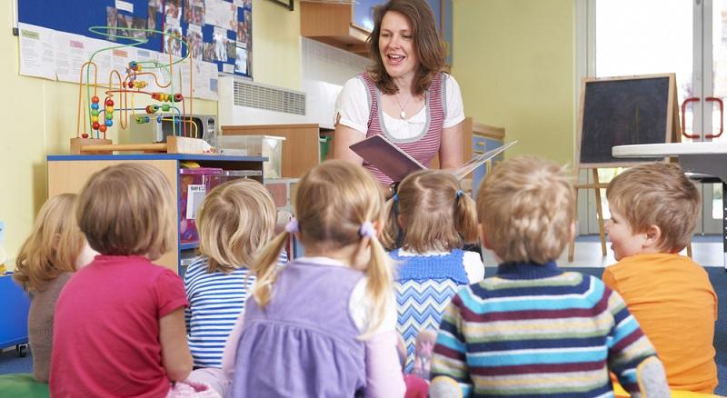 Wer sich dafür entscheidet, Kindergärtnerin zu werden, der trifft diese Entscheidung meist nicht auf Basis der Vergütung.
