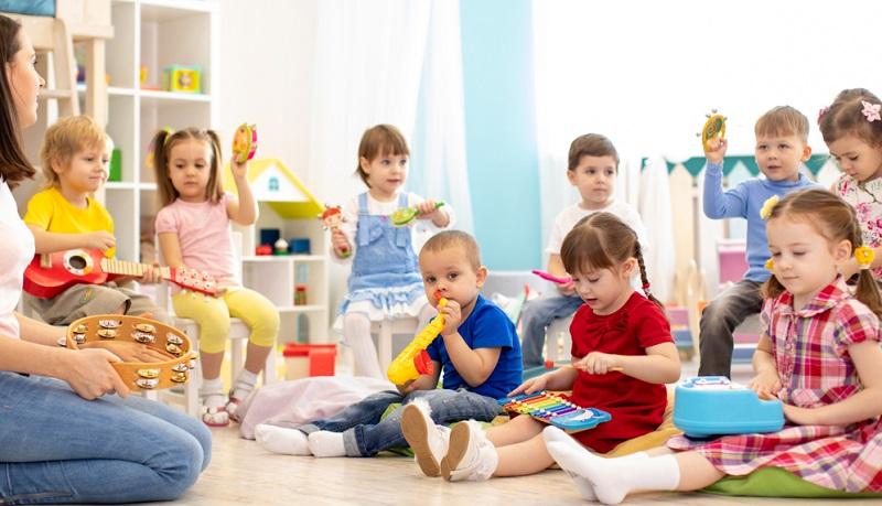 So mancher privater Kindergarten kommuniziert nach außen ein bestimmtes Erziehungskonzept und arbeitet nach Montessori oder in Richtung Waldorfpädagogik.