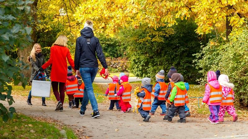 Wichtig ist überdies der Kindergartenverein: Vielleicht lässt sich hier vorab die Mitarbeit organisieren, sodass später das eigene Kind bessere Karten zur Aufnahme in der betreffenden Einrichtung hat.