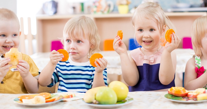 Wenn das Kind nicht nur die Grundbetreuung nutzt, sondern im Kindergarten zusätzlich mit dem Mittagessen verpflegt wird, fallen dafür Verpflegungskosten an.