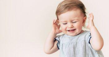 Mittelohrentzündung beim Kleinkind: Hilfen, wenn Schwerhörigkeit zurückbleibt ( Foto: Shutterstock-riggleton)