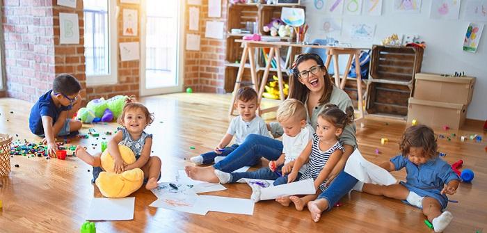 Umschulung zum Erzieher/zur Erzieherin: Voraussetzung, Förderung, Finanzierung, Tricks ( Foto: Shutterstock- Krakenimages.com)